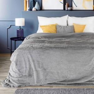 Luxusní šedý přehoz do ložnice