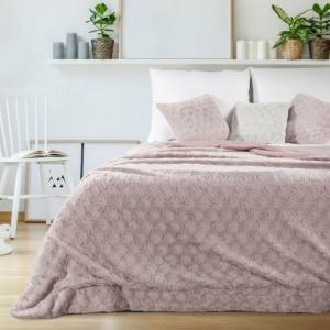 Kvalitní přikrývka v růžové barvě do ložnice
