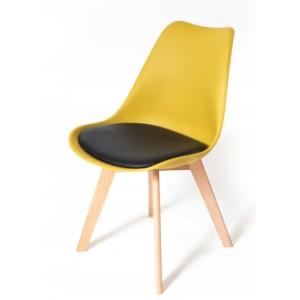 Židle v skandinávském stylu žluté barvy