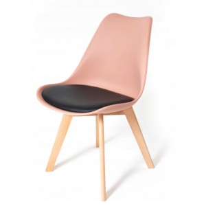 Židle do interiéru v pudrové barvě