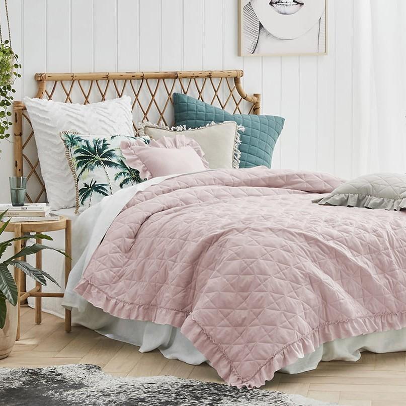 Růžová prošívaná přikrývka na manželskou postel 220 x 240 cm