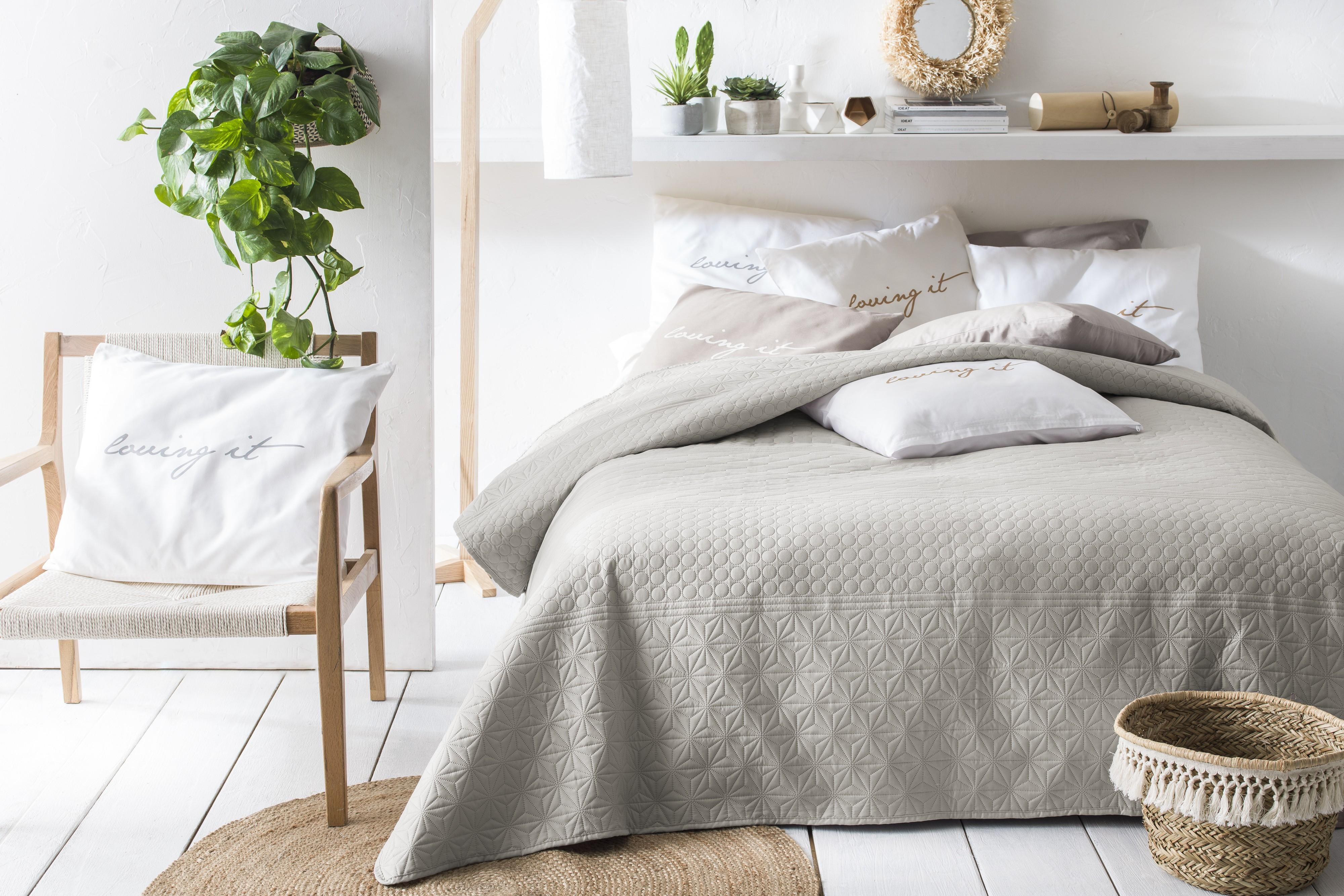 Přehoz na postel béžové barvy 170 x 210 cm