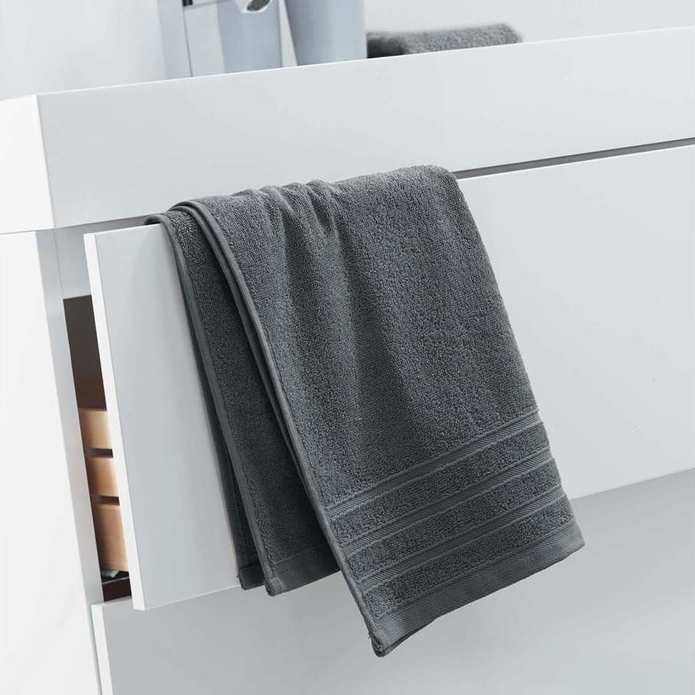 Jednobarevný ručník tmavě šedý bez vzoru 50 x 90 cm