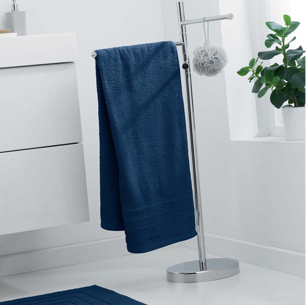 Tmavě modrá velká osuška z bavlny 70 x 130 cm