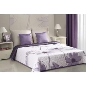 Přehozy na postel v bílé barvě s fialovými rozkvetlými květinami