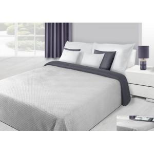 Bílo-šedý přehoz na manželskou postel se čtvercovým prošíváním