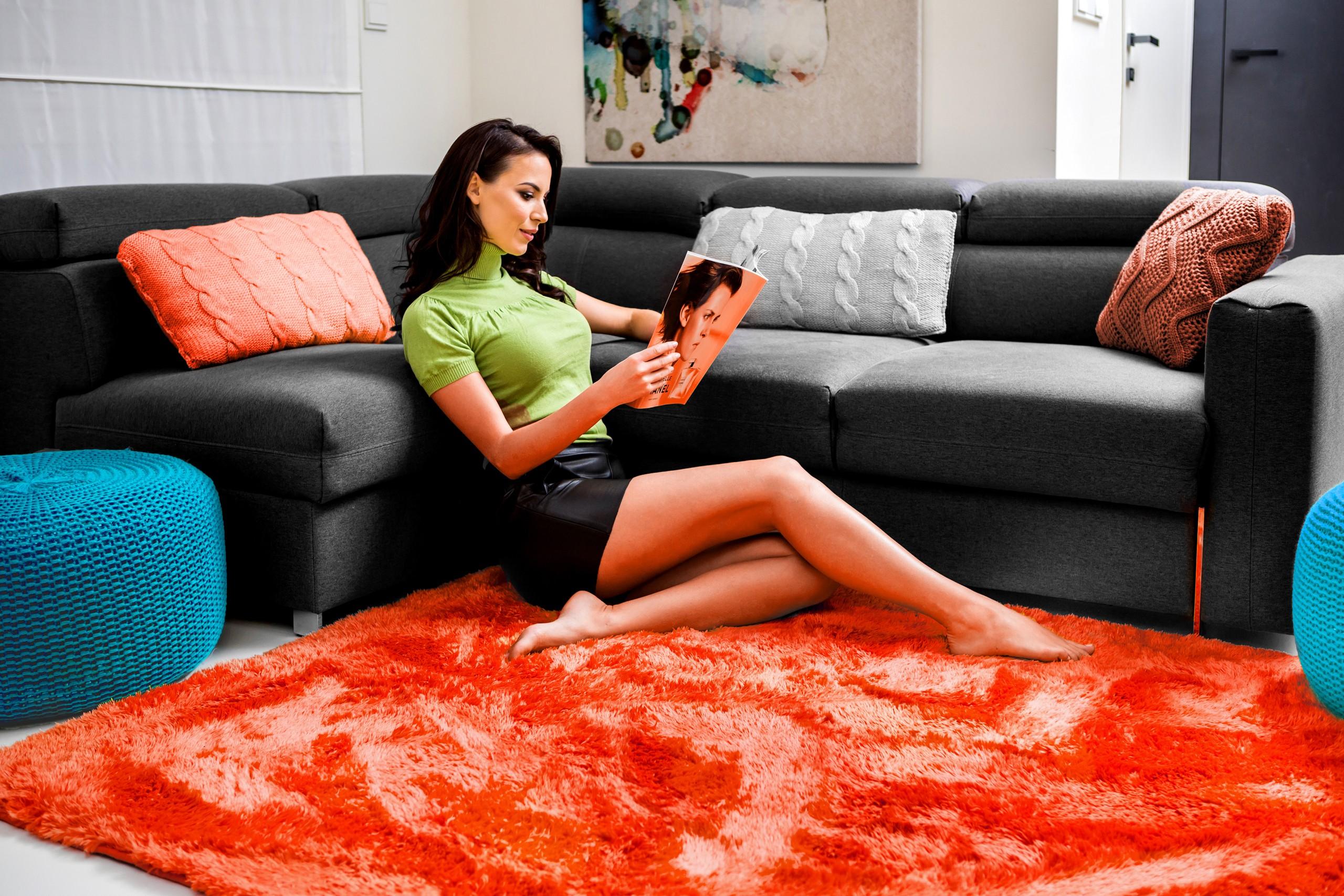 Luxusní plyšový koberec korálové barvy 140 x 200 cm