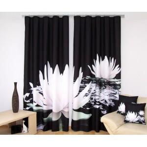 Černý závěs do pokoje s obrázkem bílých leknínů