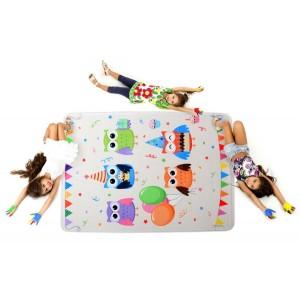 Světlý dětský koberec s obrázky