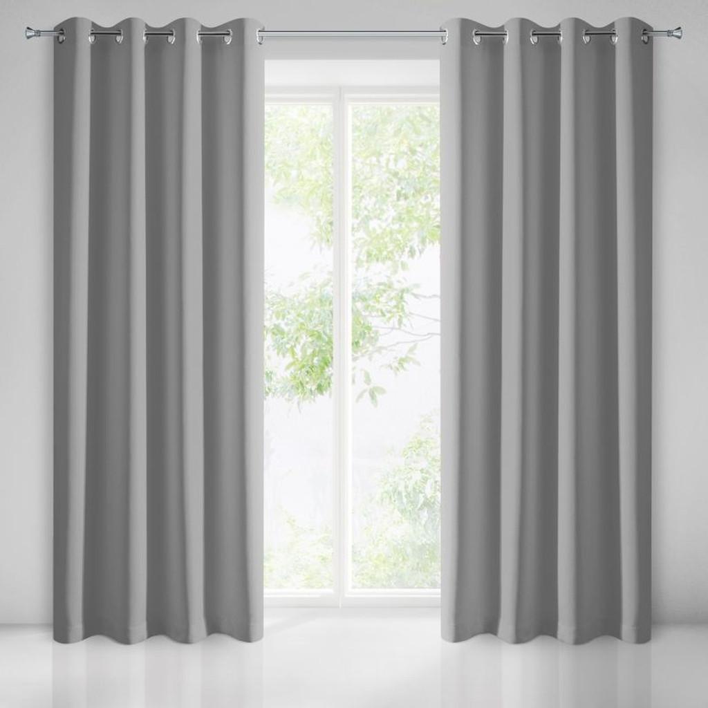 Dlouhý závěs na okna v šedé barvě