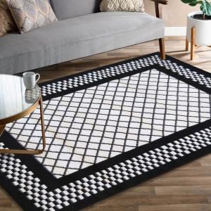 Černo bílý moderní koberec v skandinávském stylu