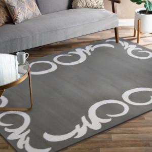 Elegantní koberec v šedé barvě s bílým ornamentem