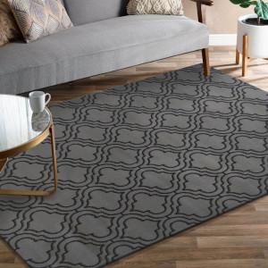 Moderní šedý koberec v skandinávském stylu