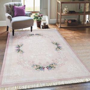 Jemný růžový koberec s nízkým vlasem