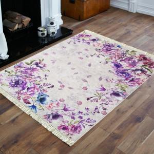Květinový koberec v odstínech fialové barvy