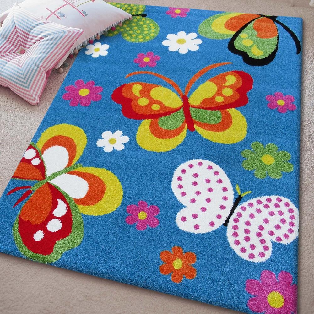 Dětský koberec s motýlky v modré barvě
