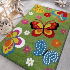Motýlkové koberec v zelené barvě do dětského pokoje