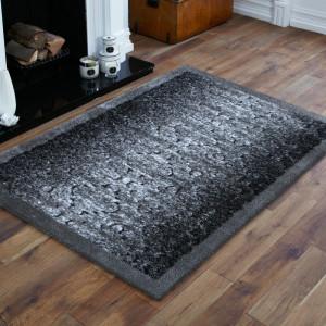 Kvalitní šedý koberec do ložnice