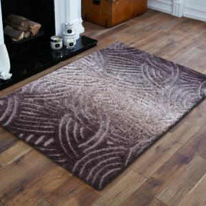 Stylový hnědý koberec v moderním designu