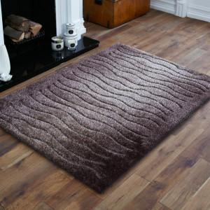 Kusový koberec v hnědé barvě