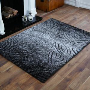Originální šedý koberec do ložnice