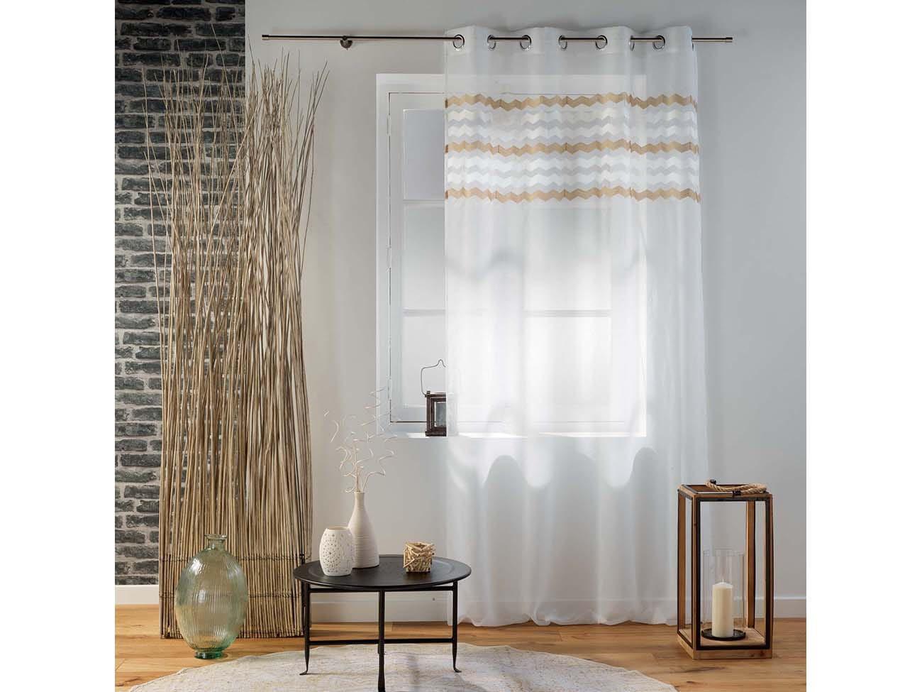 Stylová bílá vzorovaná záclona na kruhy 140 x 280 cm