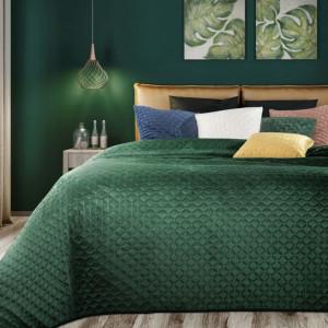 Stylový přehoz na postel tmavě zelené barvy