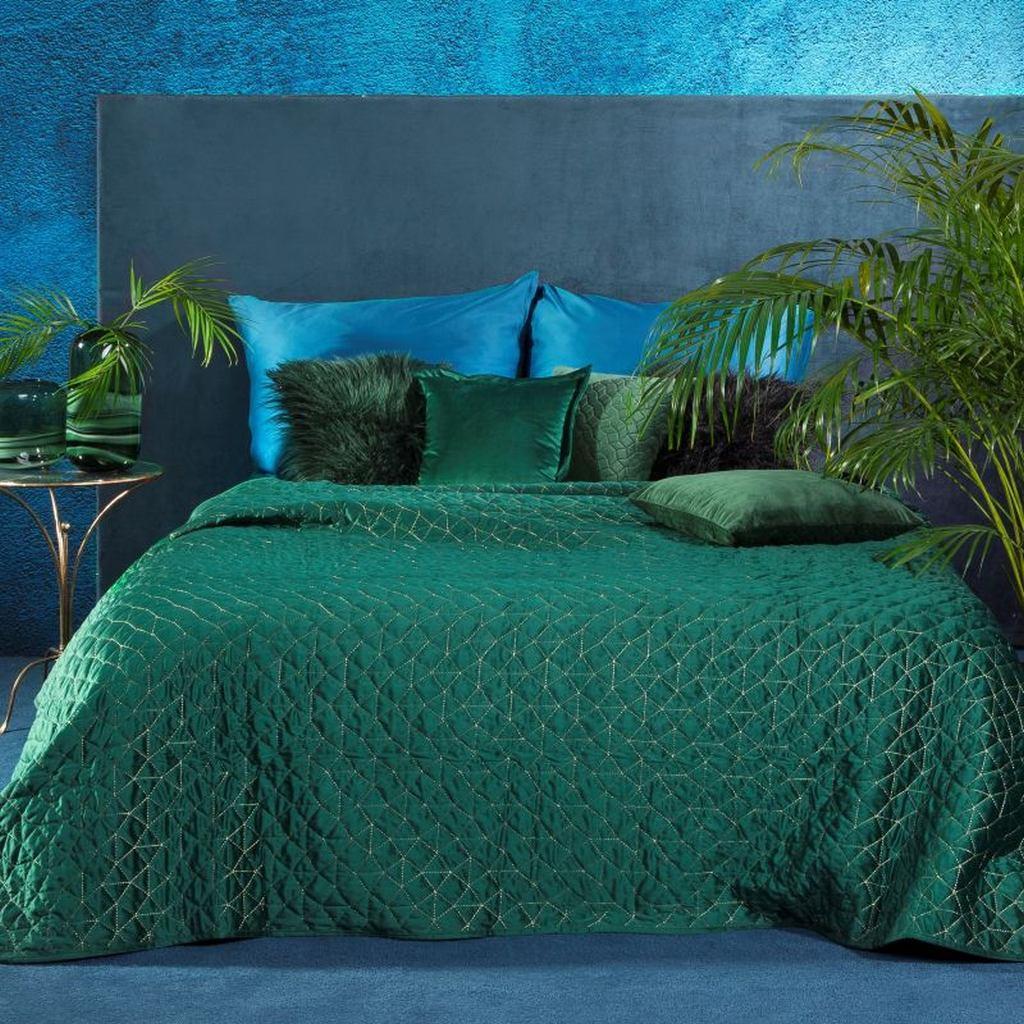 Luxusní zelený přehoz prošívaný hrubou zlatou nití