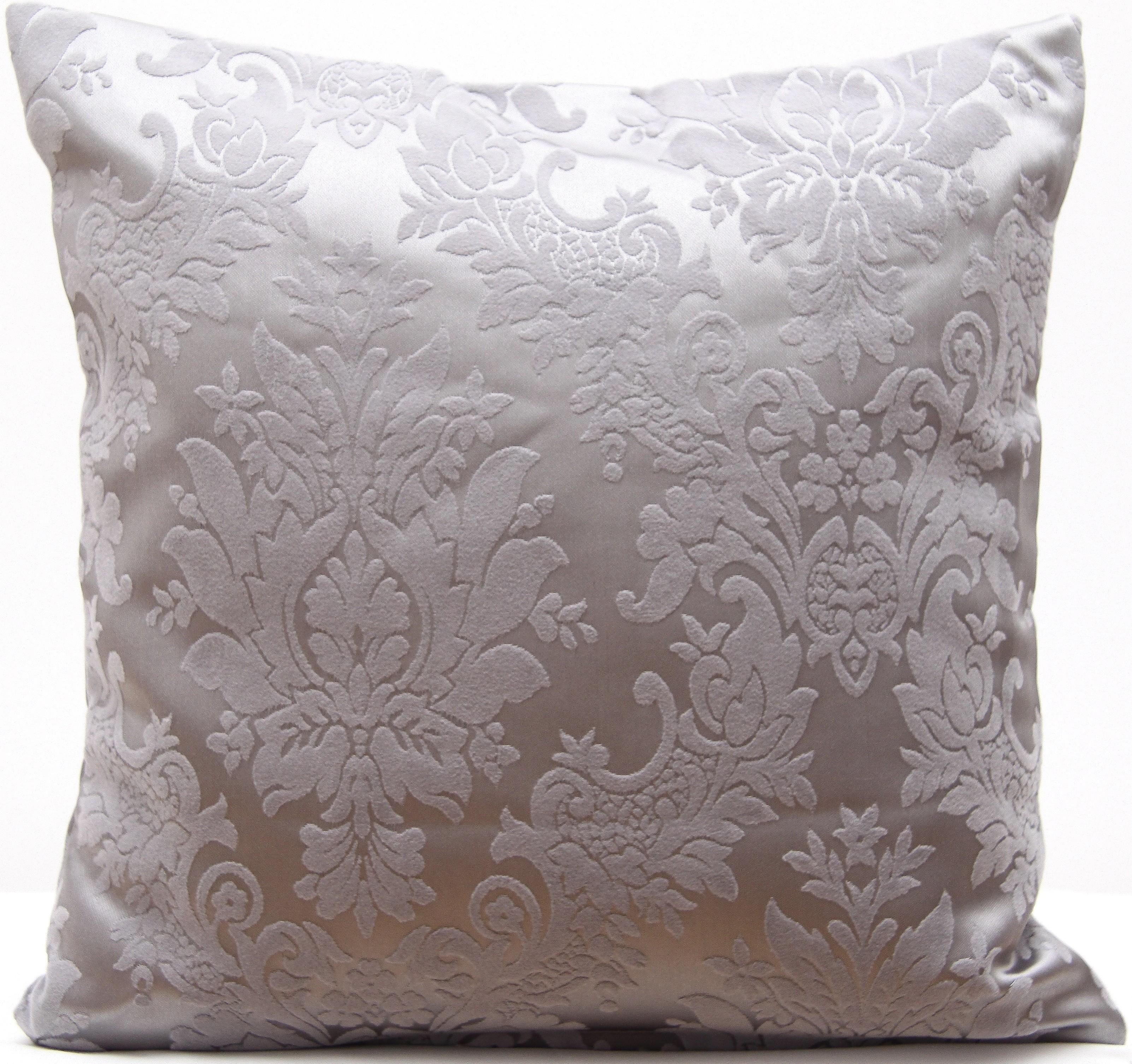 Stříbrný dekorační povlak na polštář s ornamenty