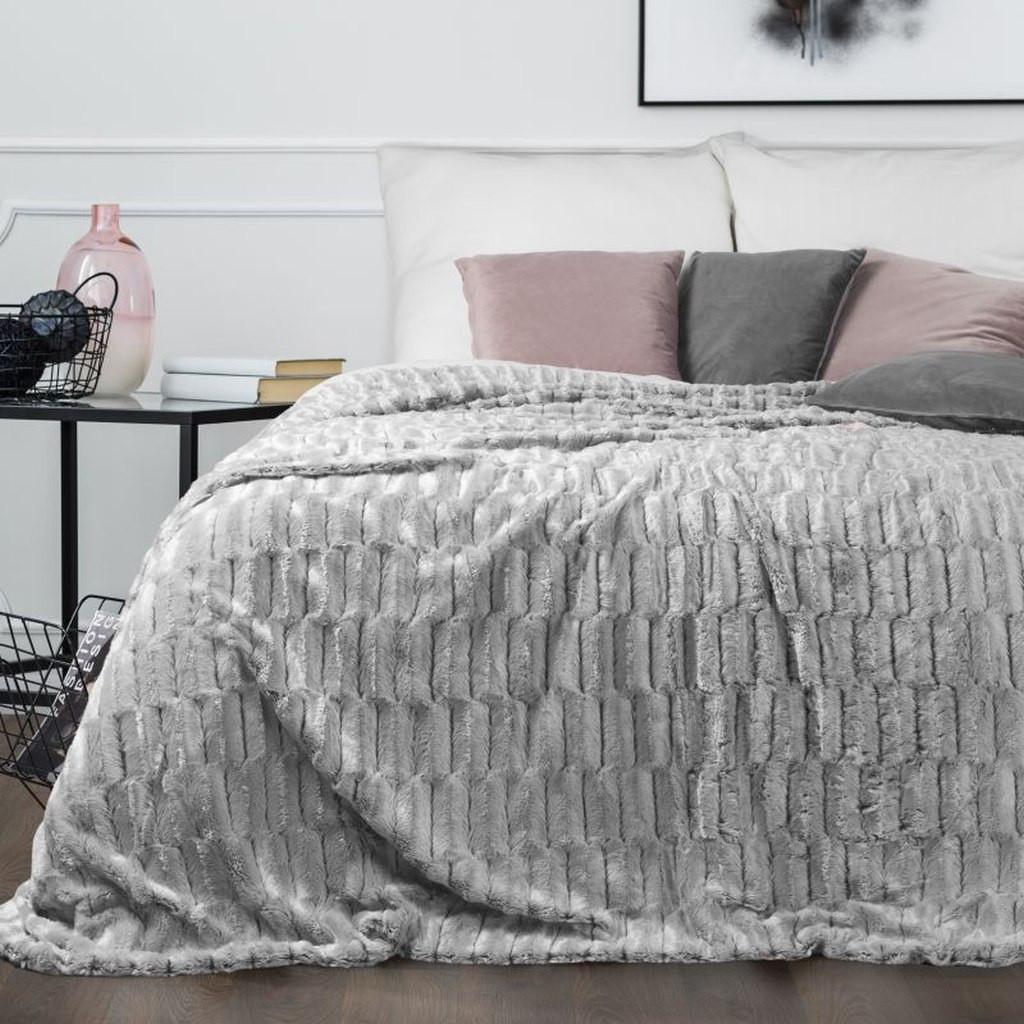 Jemný přehoz na postel v šedé barvě