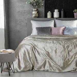 Elegantní béžový přehoz na postel s leskem