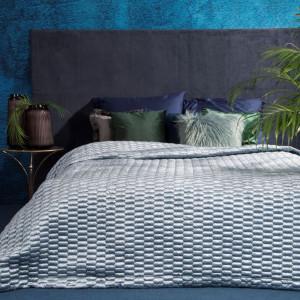 Světle modrý prošívaný přehoz na manželskou postel