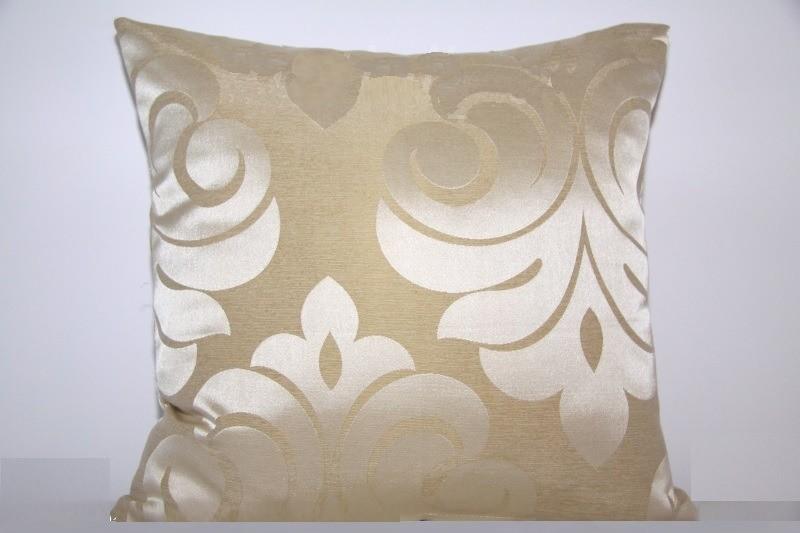 Béžové luxusní dekorační povlaky na polštáře s ornamenty