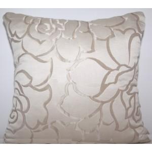 Luxusní béžové povlaky na polštáře k přehozem s květinovými ornamenty
