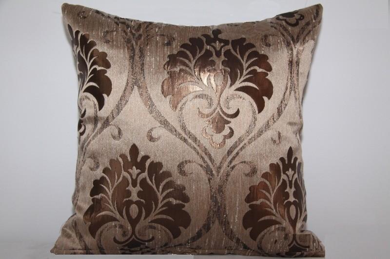 Měděně hnědý luxusní a levný povlak na polštáře k přehozu na postel