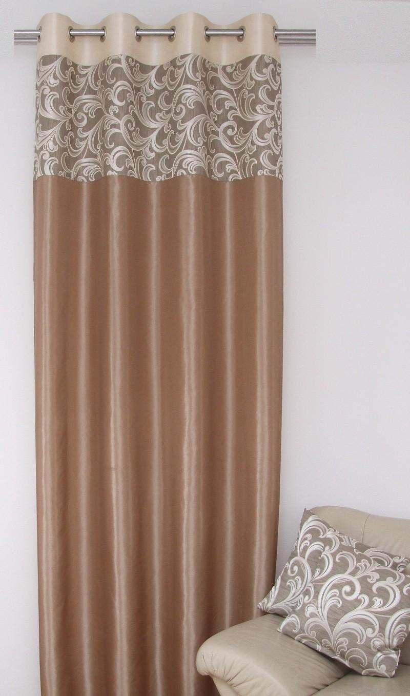 Závěs na okno k přehozu jasno béžové barvy s elegantními ornamenty