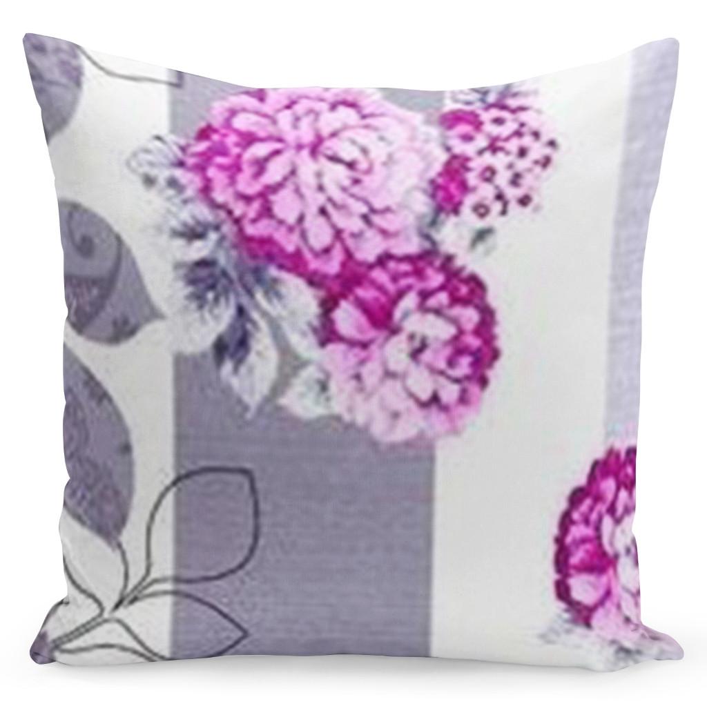 Biely obliečka s fialovým zdobením a rúžovými kvetmi