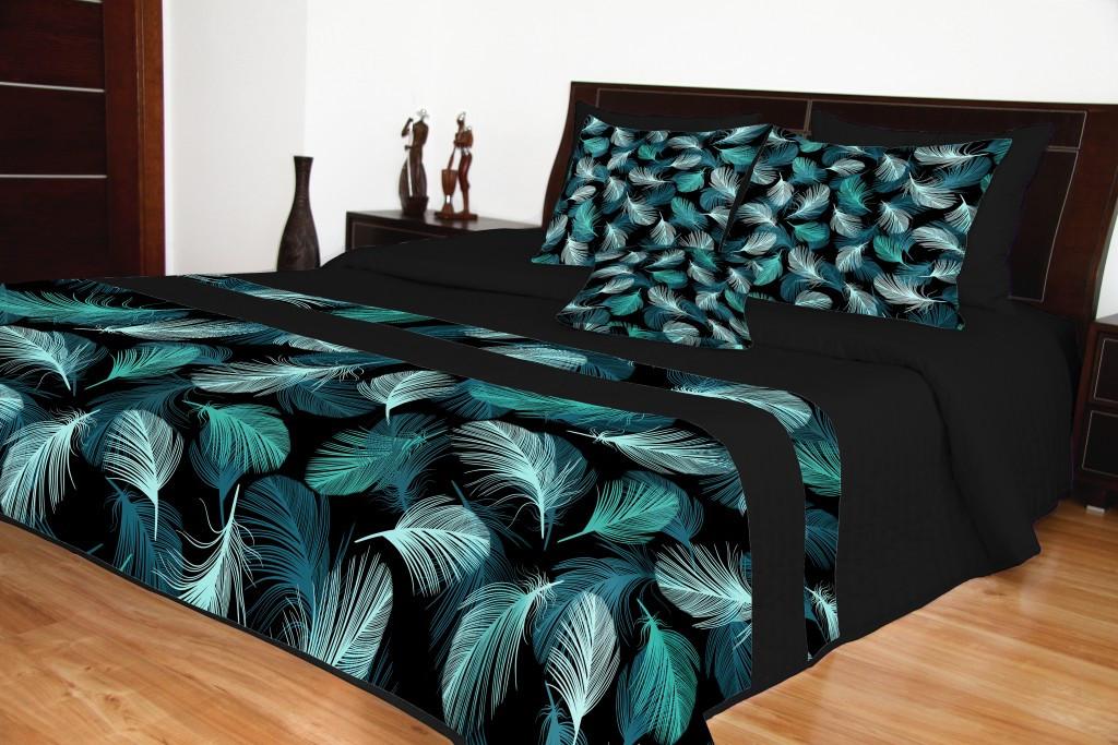 Kvalitní přehoz černé barvy s motivem pírek