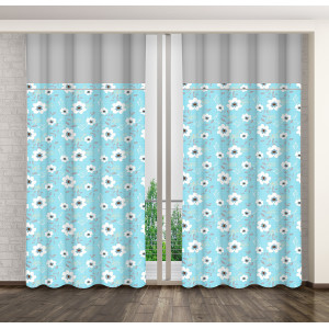 Modrý květinový závěs do ložnice