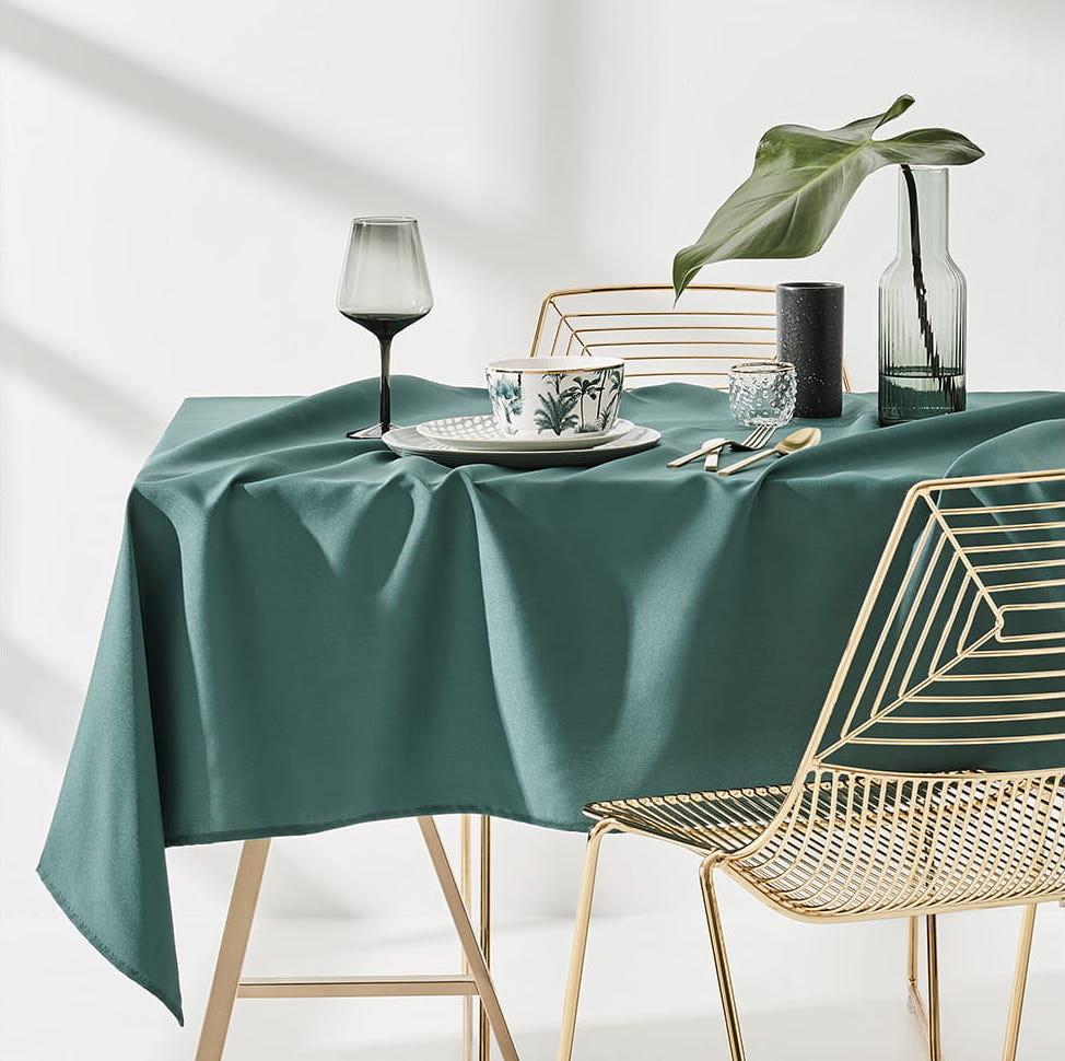 Ubrus na stůl v tmavě zelené barvě 140 x 200 cm