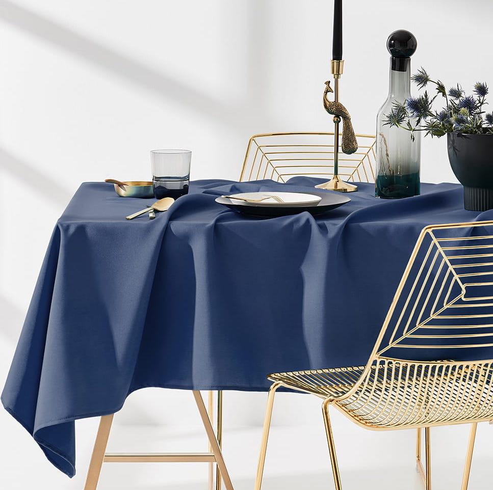 Ubrus na stůl v tmavě modré barvě bez motivu 130 x 180 cm