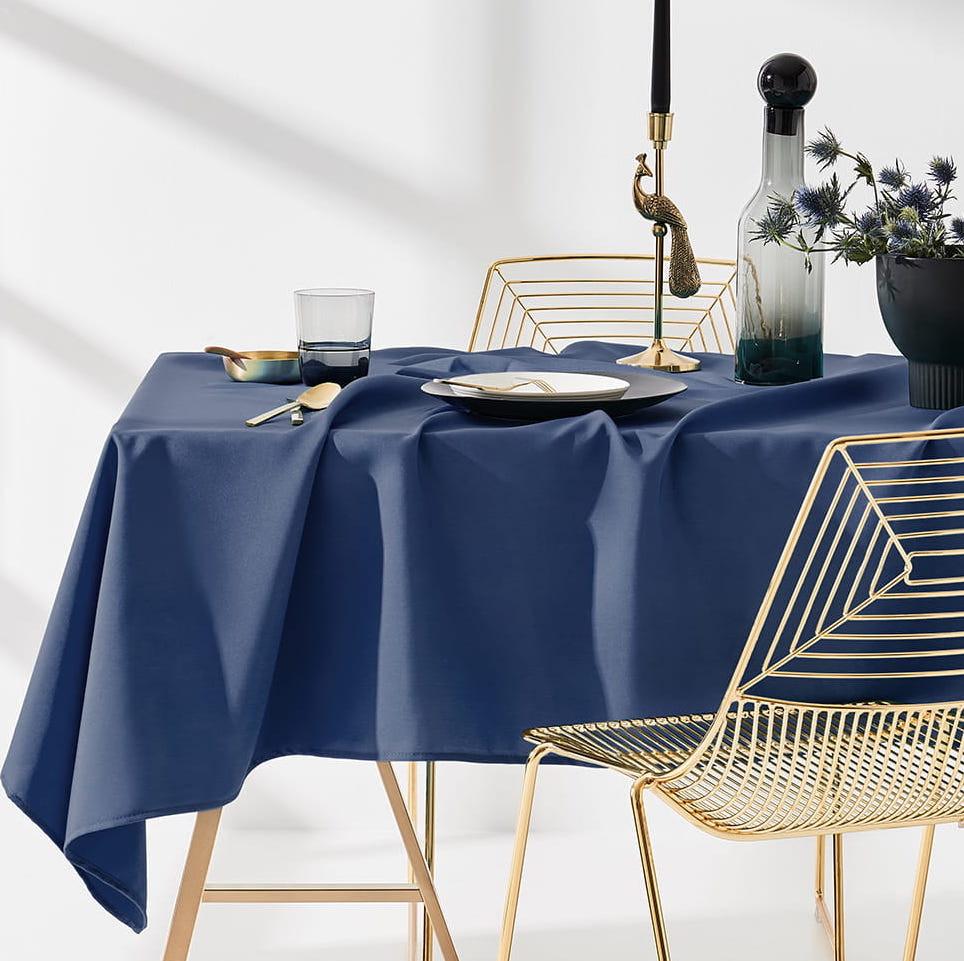 Ubrus na stůl v tmavě modré barvě bez potlače 140 x 220 cm