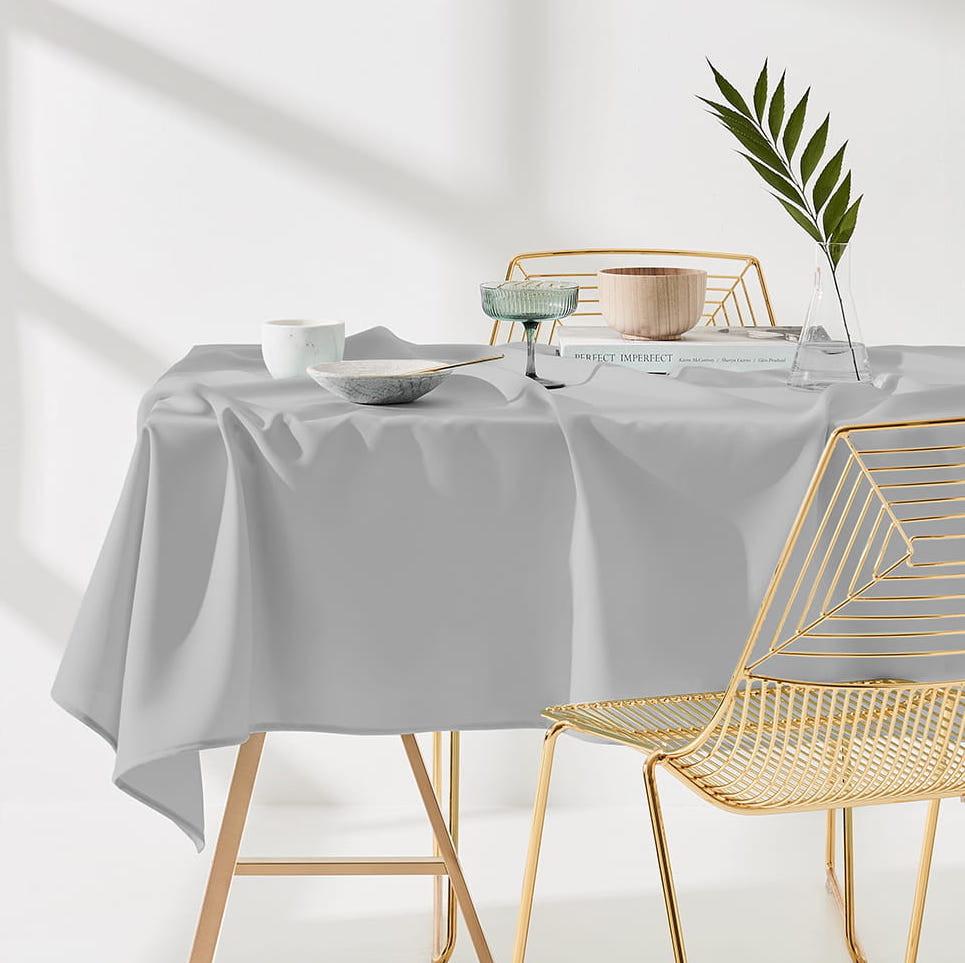 Ubrus na stůl v světlo šedé barvě bez motivu 140 x 260 cm