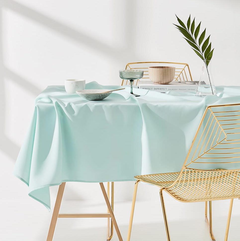 Ubrus na stůl v mentolové barvě bez potisku 140 x 300 cm
