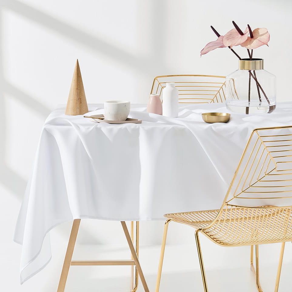 Ubrus na stůl v bíle barvě 140 x 260 cm