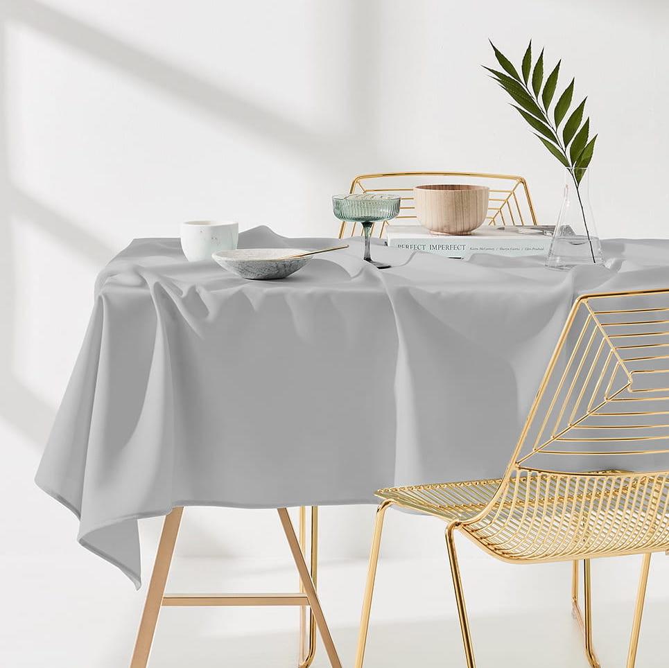 Dekorační ubrus na stůl v světlo šedé barvě 140 x 220 cm