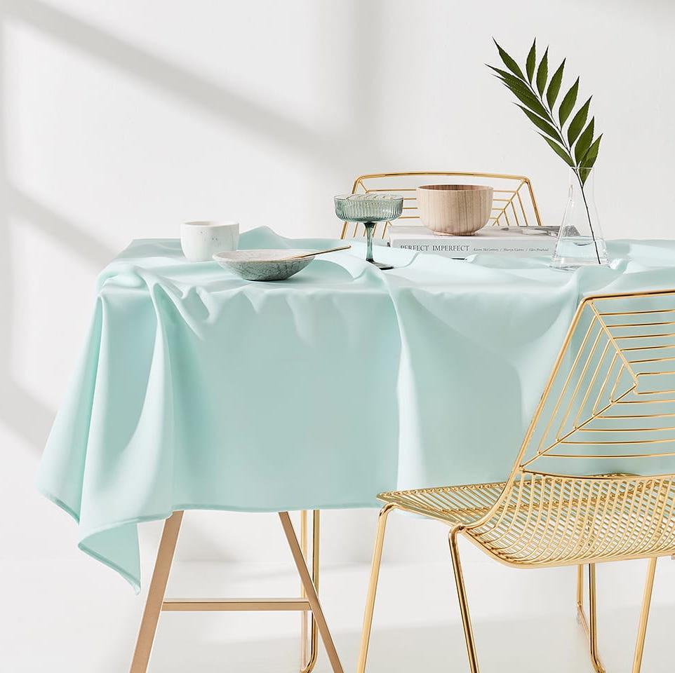 Dekorační ubrus na stůl v bíle barvě 110 x 160 cm