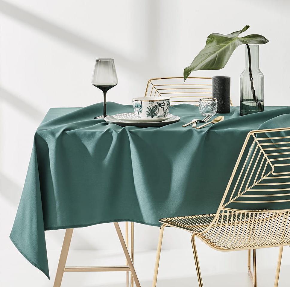 Dekorační ubrus na stůl v tmavě zelené barvě 140 x 260 cm