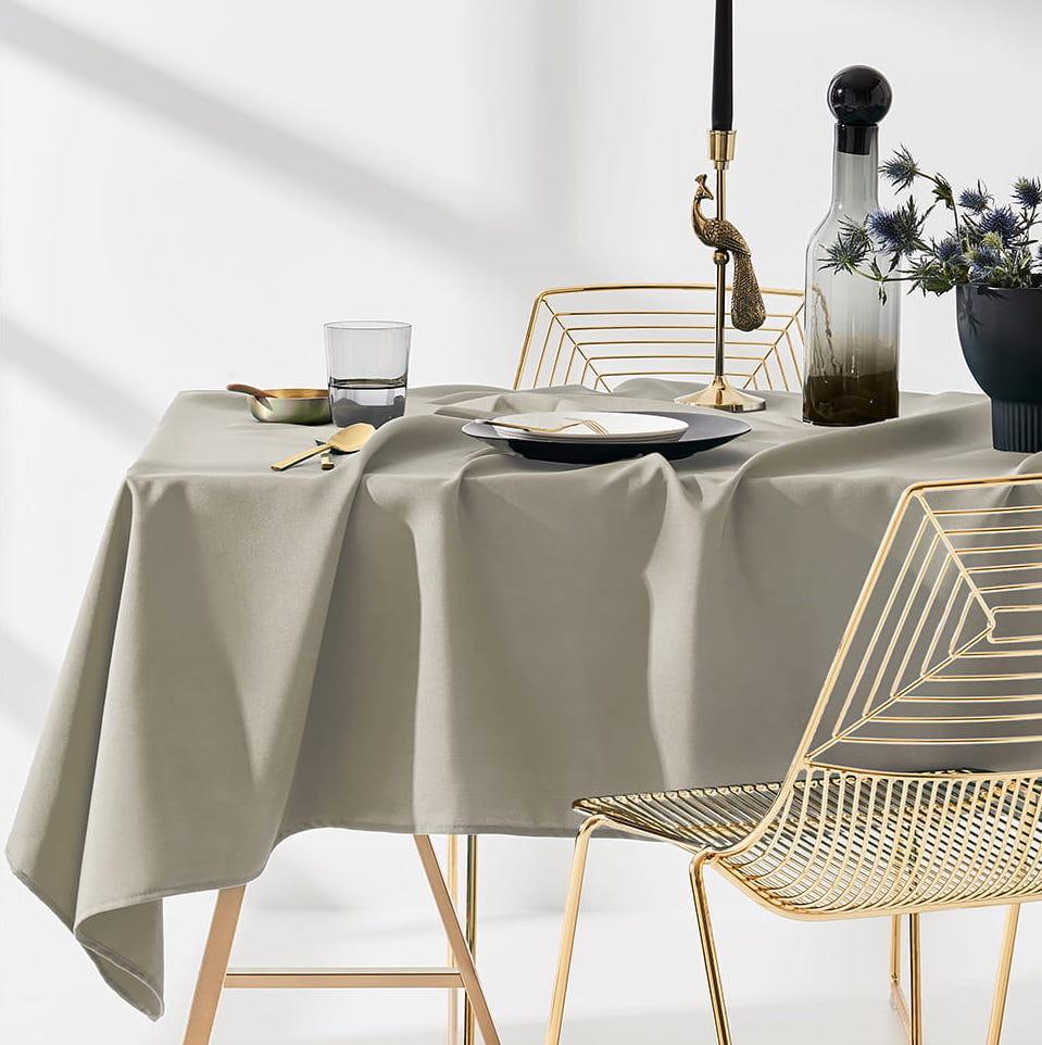 Dekorační ubrus na stůl v béžove barvě 140 x 220 cm