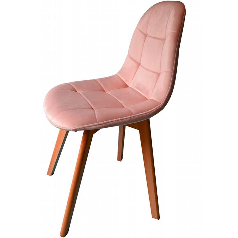 Pohodlná jídelní židle pudrově růžové barvy